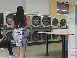 chubby booty procurement fucked at laundry mat