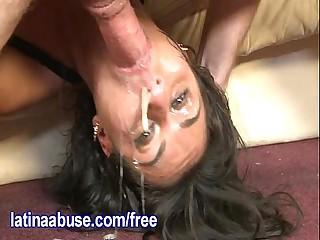 Latina Blows Baloney Bubbles While Deepthroating